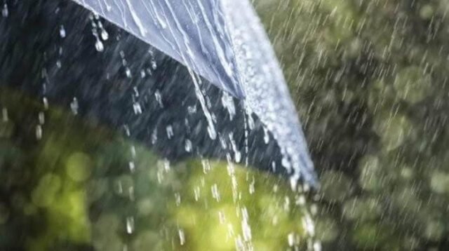 Amankah Mengkonsumsi Air Hujan